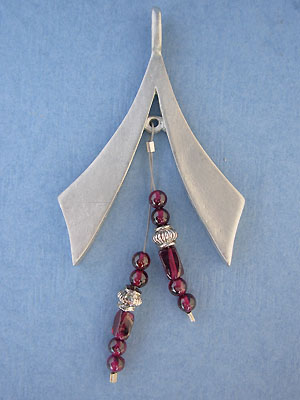 Beaded 'V' Pendant - Lead Free Pewter