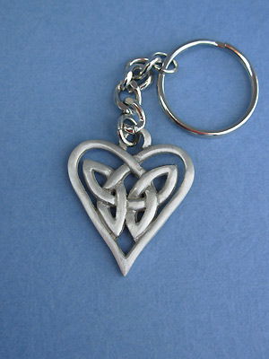 Triquetra Heart Keychain - Lead Free Pewter