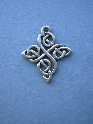 Happiness Knot Brooch - Lead Free Pewter