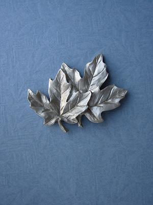 Overlapped Maple Leaf Brooch - Lead Free Pewter