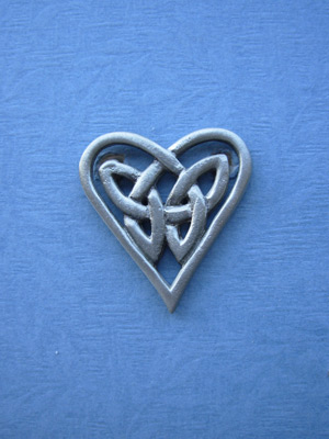 Triquetra Heart Brooch - Lead Free Pewter