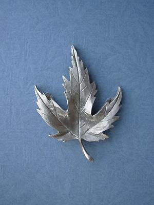 Hard Maple Leaf Brooch - Lead Free Pewter