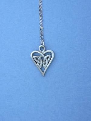 "Triquetra Heart Lead Free Pewter Small Pendant c/w 18"" Chain"