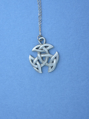 "Breton Celtic Knot Lead Free Pewter Small Pendant c/w 18"" Chain"