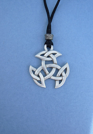Breton Celtic Knot Lead Free Pewter Medium Pendant c/w Cord